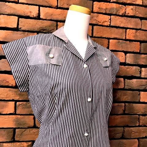 <img class='new_mark_img1' src='//img.shop-pro.jp/img/new/icons13.gif' style='border:none;display:inline;margin:0px;padding:0px;width:auto;' />Gray Striped Cotton Shirt