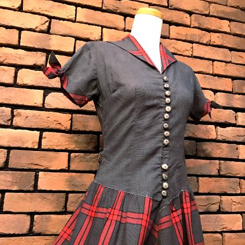 <img class='new_mark_img1' src='//img.shop-pro.jp/img/new/icons13.gif' style='border:none;display:inline;margin:0px;padding:0px;width:auto;' />Red Plaid Italian Collar Dress
