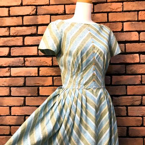 "<img class='new_mark_img1' src='//img.shop-pro.jp/img/new/icons13.gif' style='border:none;display:inline;margin:0px;padding:0px;width:auto;' />""Jerry Gilden"" Green Striped Dress"