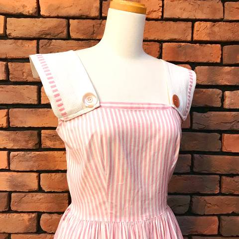 <img class='new_mark_img1' src='//img.shop-pro.jp/img/new/icons13.gif' style='border:none;display:inline;margin:0px;padding:0px;width:auto;' />Pink & White Candy Stripe Dress