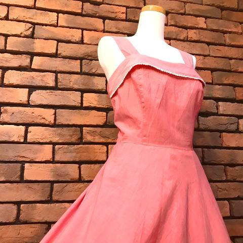 <img class='new_mark_img1' src='//img.shop-pro.jp/img/new/icons13.gif' style='border:none;display:inline;margin:0px;padding:0px;width:auto;' />Red Chambray Sun Dress