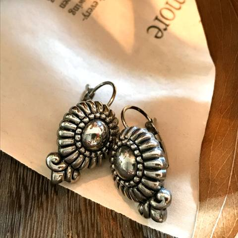 <img class='new_mark_img1' src='https://img.shop-pro.jp/img/new/icons13.gif' style='border:none;display:inline;margin:0px;padding:0px;width:auto;' />Silver Pierced Earrings