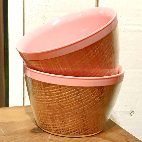 <img class='new_mark_img1' src='https://img.shop-pro.jp/img/new/icons13.gif' style='border:none;display:inline;margin:0px;padding:0px;width:auto;' />Pink Melmac Raffia Bowl