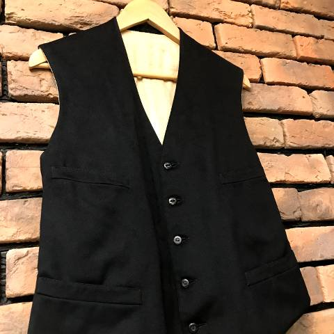 <img class='new_mark_img1' src='https://img.shop-pro.jp/img/new/icons13.gif' style='border:none;display:inline;margin:0px;padding:0px;width:auto;' />Cinch Buckle Back Wool Vest