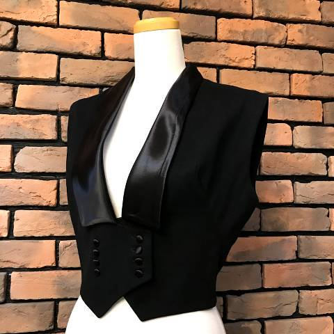 "<img class='new_mark_img1' src='//img.shop-pro.jp/img/new/icons13.gif' style='border:none;display:inline;margin:0px;padding:0px;width:auto;' />""Bobette"" Satin Collar Wool Vest"