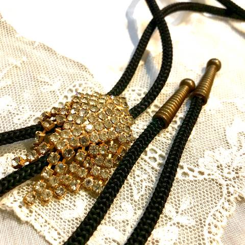 <img class='new_mark_img1' src='https://img.shop-pro.jp/img/new/icons13.gif' style='border:none;display:inline;margin:0px;padding:0px;width:auto;' />Rhinestone Bolo Tie