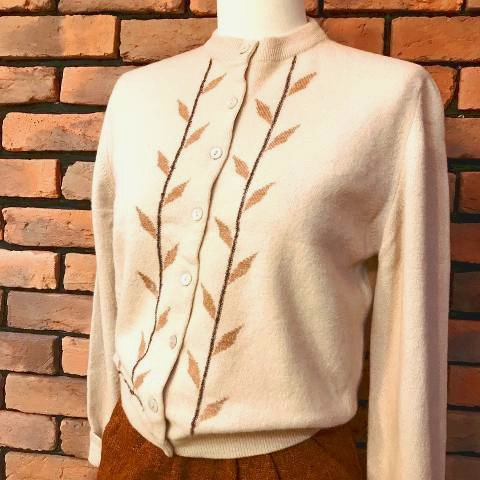 """<img class='new_mark_img1' src='https://img.shop-pro.jp/img/new/icons13.gif' style='border:none;display:inline;margin:0px;padding:0px;width:auto;' />""""Garland"""" Leaf Pattern Knit Cardigan"""