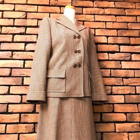<img class='new_mark_img1' src='https://img.shop-pro.jp/img/new/icons13.gif' style='border:none;display:inline;margin:0px;padding:0px;width:auto;' />Brown Twilled Wool Skirt Suits