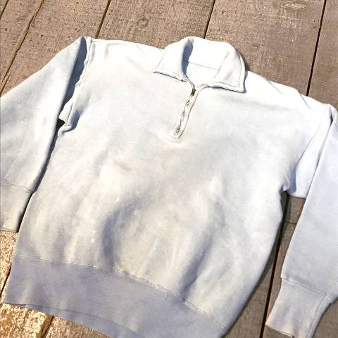 <img class='new_mark_img1' src='https://img.shop-pro.jp/img/new/icons13.gif' style='border:none;display:inline;margin:0px;padding:0px;width:auto;' />Pale Blue Half Zip Sweat Shirt