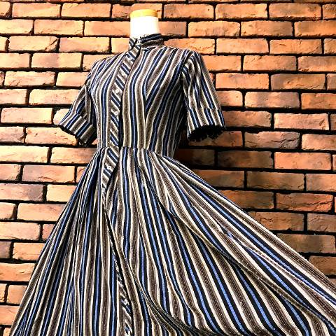 <img class='new_mark_img1' src='https://img.shop-pro.jp/img/new/icons13.gif' style='border:none;display:inline;margin:0px;padding:0px;width:auto;' />Blue Striped Cotton Dress