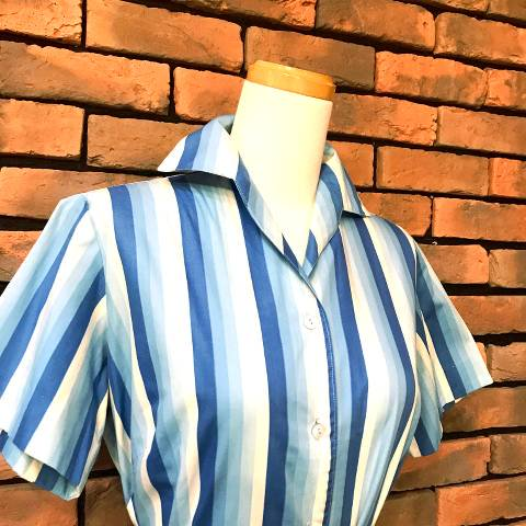 <img class='new_mark_img1' src='https://img.shop-pro.jp/img/new/icons13.gif' style='border:none;display:inline;margin:0px;padding:0px;width:auto;' />Blue Striped Open Collar Shirt