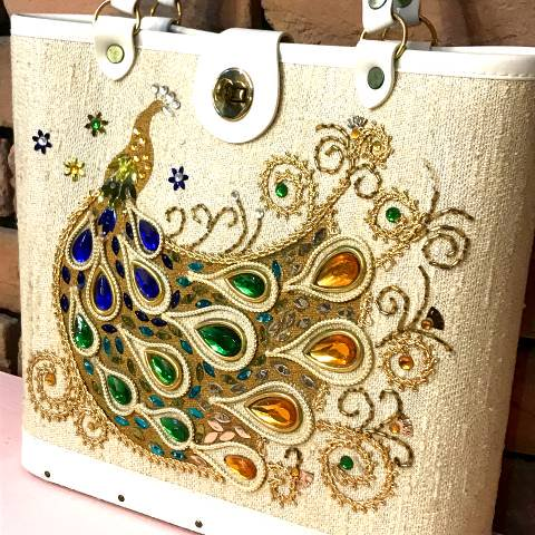 <img class='new_mark_img1' src='https://img.shop-pro.jp/img/new/icons13.gif' style='border:none;display:inline;margin:0px;padding:0px;width:auto;' />Peacock Jewel Tone Purse