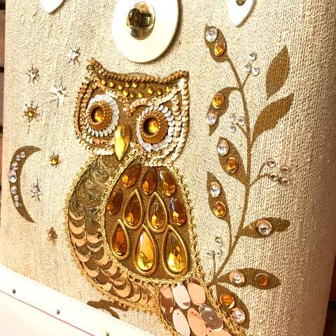 <img class='new_mark_img1' src='https://img.shop-pro.jp/img/new/icons13.gif' style='border:none;display:inline;margin:0px;padding:0px;width:auto;' />Owl Jewel Tone Purse