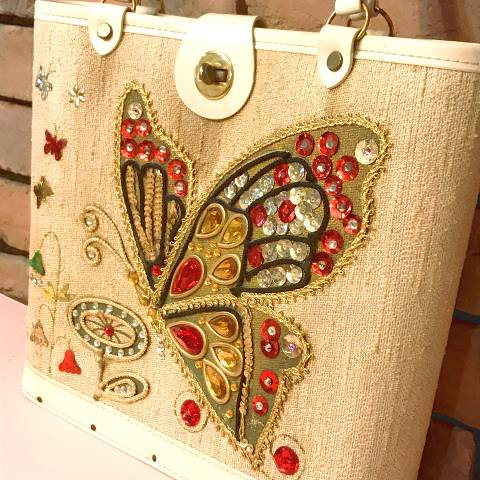 <img class='new_mark_img1' src='https://img.shop-pro.jp/img/new/icons13.gif' style='border:none;display:inline;margin:0px;padding:0px;width:auto;' />Butterfly Jewel Tone Purse