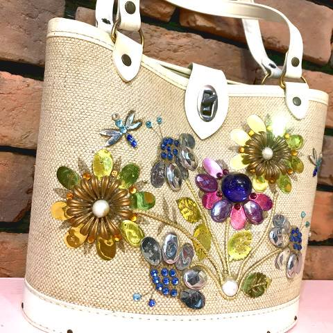 <img class='new_mark_img1' src='https://img.shop-pro.jp/img/new/icons13.gif' style='border:none;display:inline;margin:0px;padding:0px;width:auto;' />Flower Jewel Tone Purse