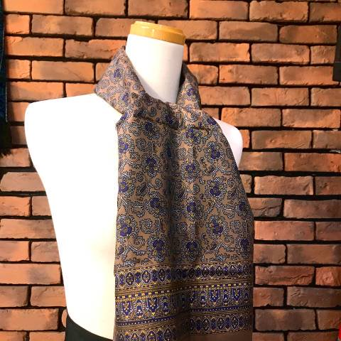 <img class='new_mark_img1' src='https://img.shop-pro.jp/img/new/icons13.gif' style='border:none;display:inline;margin:0px;padding:0px;width:auto;' />Paisley Pattern Stole