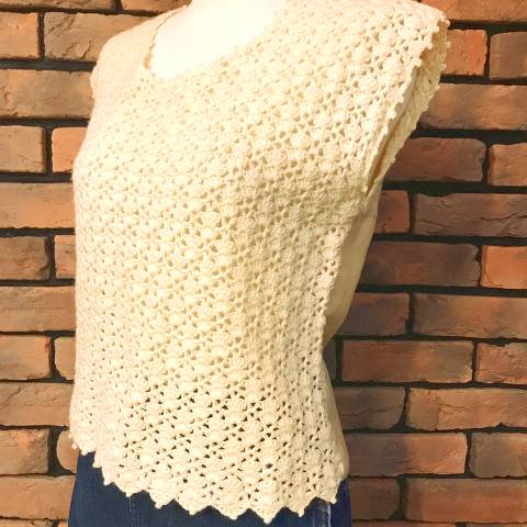 <img class='new_mark_img1' src='https://img.shop-pro.jp/img/new/icons13.gif' style='border:none;display:inline;margin:0px;padding:0px;width:auto;' />Ivory Crocheted Top