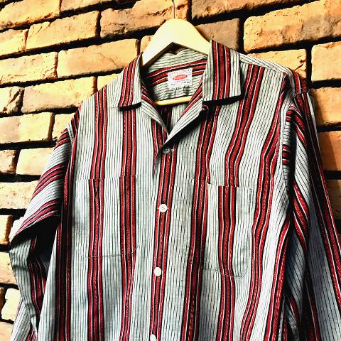 """<img class='new_mark_img1' src='https://img.shop-pro.jp/img/new/icons13.gif' style='border:none;display:inline;margin:0px;padding:0px;width:auto;' />""""PILGRIM"""" Gray & Red Striped Shirt"""