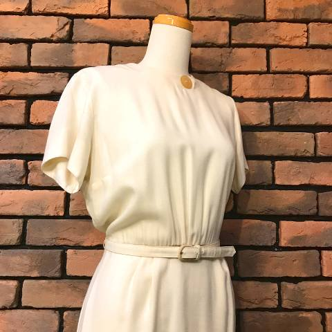 <img class='new_mark_img1' src='https://img.shop-pro.jp/img/new/icons13.gif' style='border:none;display:inline;margin:0px;padding:0px;width:auto;' />White Belted Pencil Dress