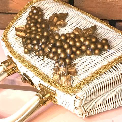 <img class='new_mark_img1' src='https://img.shop-pro.jp/img/new/icons13.gif' style='border:none;display:inline;margin:0px;padding:0px;width:auto;' />Gold Grapes Wicker White Basket