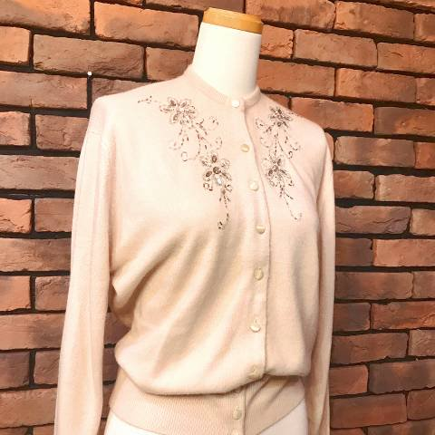 "<img class='new_mark_img1' src='https://img.shop-pro.jp/img/new/icons13.gif' style='border:none;display:inline;margin:0px;padding:0px;width:auto;' />""Bermuda"" Beige Beaded Cardigan"