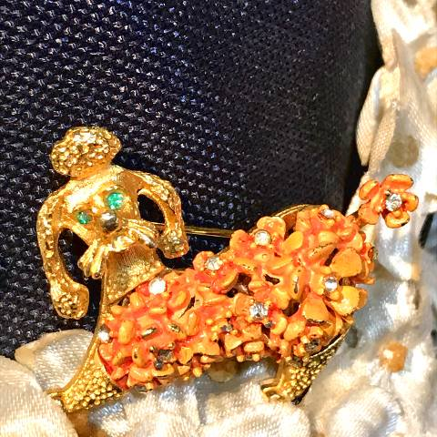 <img class='new_mark_img1' src='https://img.shop-pro.jp/img/new/icons13.gif' style='border:none;display:inline;margin:0px;padding:0px;width:auto;' />Floral Poodle Brooch