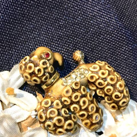 <img class='new_mark_img1' src='https://img.shop-pro.jp/img/new/icons13.gif' style='border:none;display:inline;margin:0px;padding:0px;width:auto;' />Poodle Brooch