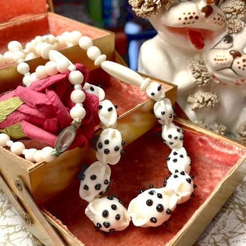 <img class='new_mark_img1' src='https://img.shop-pro.jp/img/new/icons13.gif' style='border:none;display:inline;margin:0px;padding:0px;width:auto;' />Dot Glass Beads Necklace