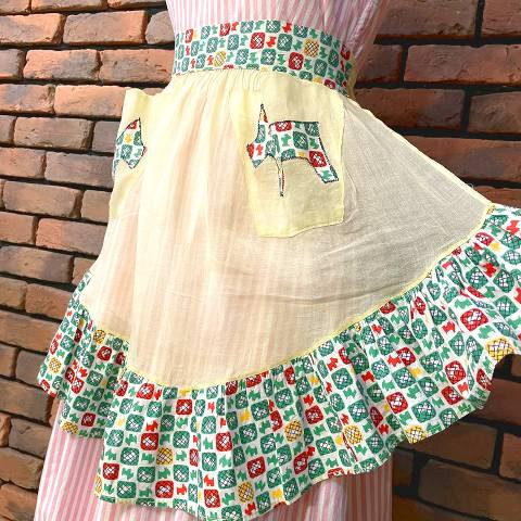 <img class='new_mark_img1' src='https://img.shop-pro.jp/img/new/icons13.gif' style='border:none;display:inline;margin:0px;padding:0px;width:auto;' />Scottish Terrier Pattern Yellow Sheer Apron