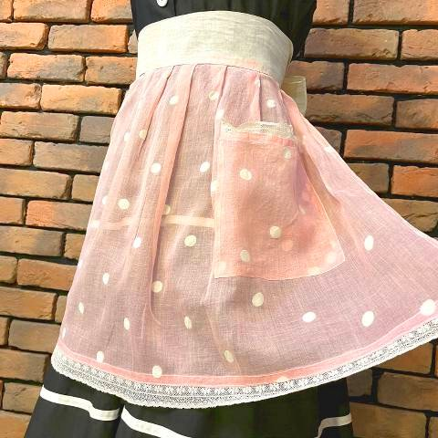 <img class='new_mark_img1' src='https://img.shop-pro.jp/img/new/icons13.gif' style='border:none;display:inline;margin:0px;padding:0px;width:auto;' />Sheer Pink Dot Apron