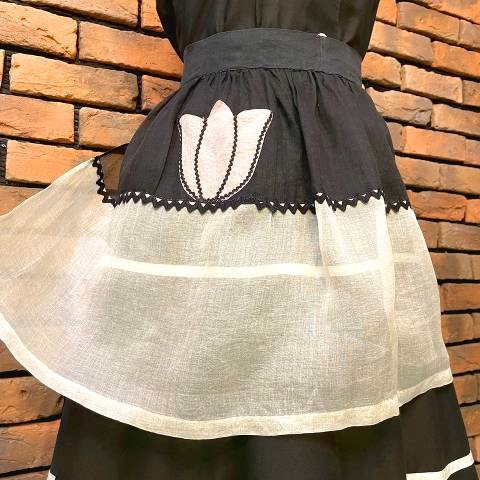 <img class='new_mark_img1' src='https://img.shop-pro.jp/img/new/icons13.gif' style='border:none;display:inline;margin:0px;padding:0px;width:auto;' />Black & White Sheer Apron
