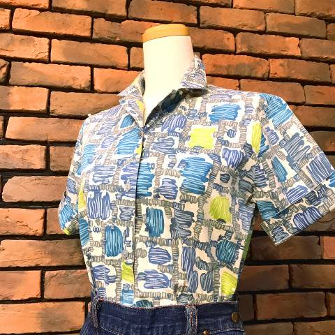 <img class='new_mark_img1' src='https://img.shop-pro.jp/img/new/icons13.gif' style='border:none;display:inline;margin:0px;padding:0px;width:auto;' />Blue Atomic Pattern Shirt