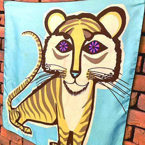 <img class='new_mark_img1' src='https://img.shop-pro.jp/img/new/icons13.gif' style='border:none;display:inline;margin:0px;padding:0px;width:auto;' />Tiger Scarf