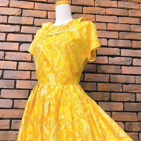 <img class='new_mark_img1' src='https://img.shop-pro.jp/img/new/icons13.gif' style='border:none;display:inline;margin:0px;padding:0px;width:auto;' />Yellow Paisley Print Dress
