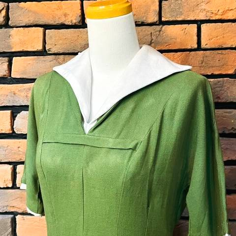 <img class='new_mark_img1' src='https://img.shop-pro.jp/img/new/icons13.gif' style='border:none;display:inline;margin:0px;padding:0px;width:auto;' />Double Collar Green Dress