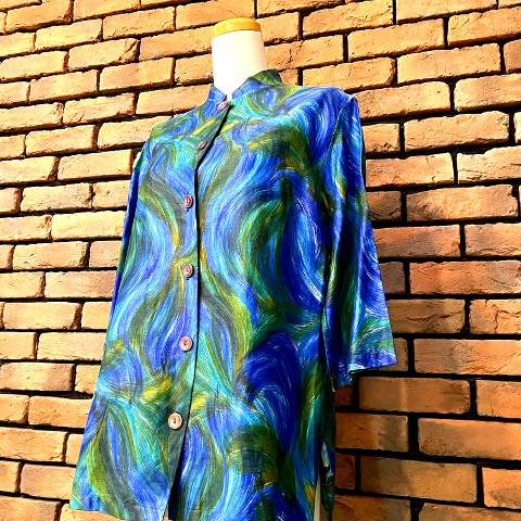 <img class='new_mark_img1' src='https://img.shop-pro.jp/img/new/icons13.gif' style='border:none;display:inline;margin:0px;padding:0px;width:auto;' />Blue & Green Mao-Collar Hawaiian Shirt