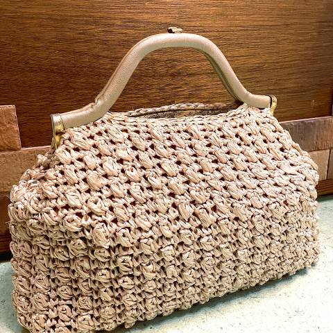 <img class='new_mark_img1' src='https://img.shop-pro.jp/img/new/icons13.gif' style='border:none;display:inline;margin:0px;padding:0px;width:auto;' />Beige Raffia bag
