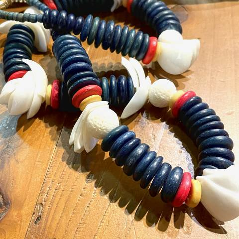 <img class='new_mark_img1' src='https://img.shop-pro.jp/img/new/icons13.gif' style='border:none;display:inline;margin:0px;padding:0px;width:auto;' />Shell & Wooden Beads Necklace