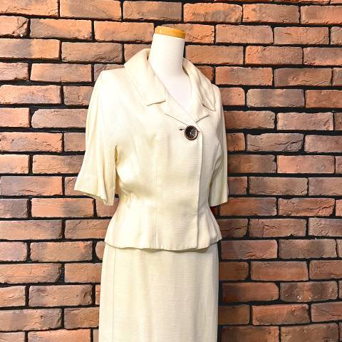 """<img class='new_mark_img1' src='https://img.shop-pro.jp/img/new/icons13.gif' style='border:none;display:inline;margin:0px;padding:0px;width:auto;' />""""Kirkland Hall"""" Linen Jacket & Skirt Suit"""