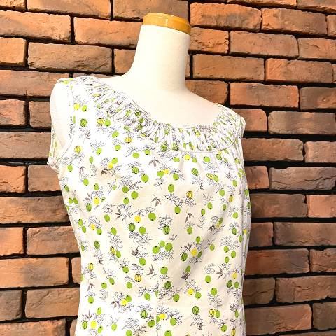 <img class='new_mark_img1' src='https://img.shop-pro.jp/img/new/icons13.gif' style='border:none;display:inline;margin:0px;padding:0px;width:auto;' />Fruit Print Side Zipper Blouse