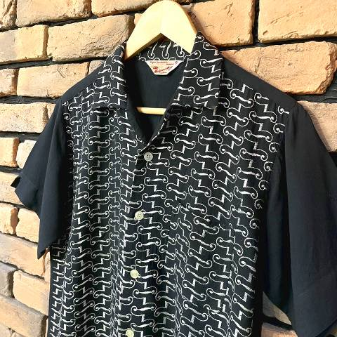 """<img class='new_mark_img1' src='https://img.shop-pro.jp/img/new/icons13.gif' style='border:none;display:inline;margin:0px;padding:0px;width:auto;' />""""Western-Ho!"""" Black x Silver Embroidered Rayon Shirt"""