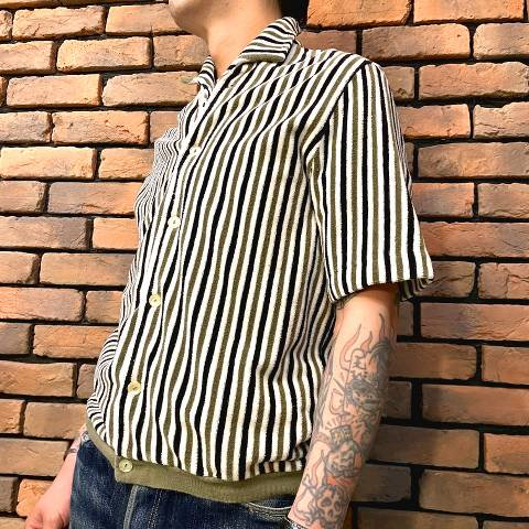 <img class='new_mark_img1' src='https://img.shop-pro.jp/img/new/icons13.gif' style='border:none;display:inline;margin:0px;padding:0px;width:auto;' />Striped Pile Beach Shirt