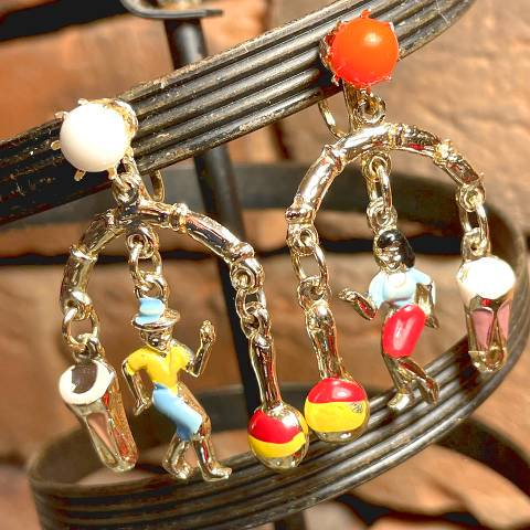 <img class='new_mark_img1' src='https://img.shop-pro.jp/img/new/icons13.gif' style='border:none;display:inline;margin:0px;padding:0px;width:auto;' />Musician & Dancer Charm Earrings