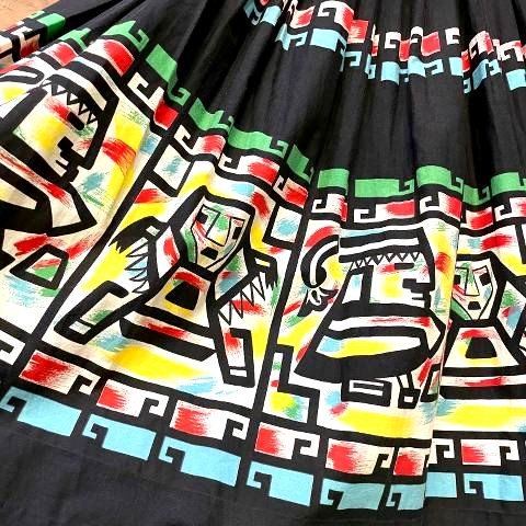 <img class='new_mark_img1' src='https://img.shop-pro.jp/img/new/icons13.gif' style='border:none;display:inline;margin:0px;padding:0px;width:auto;' />Native Novelty Print Skirt