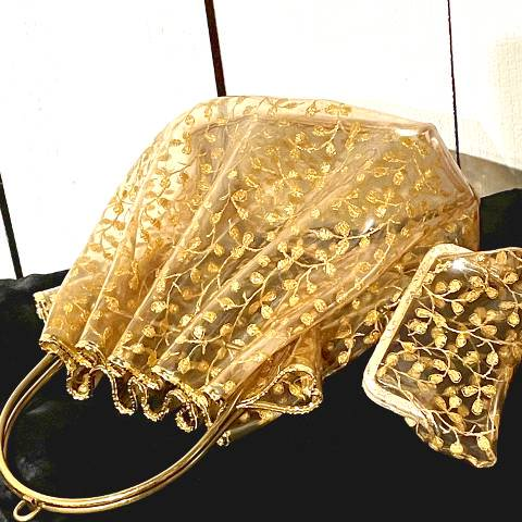 <img class='new_mark_img1' src='https://img.shop-pro.jp/img/new/icons13.gif' style='border:none;display:inline;margin:0px;padding:0px;width:auto;' />Gold Lace Confetti Vinyl Purse w/Coin Case