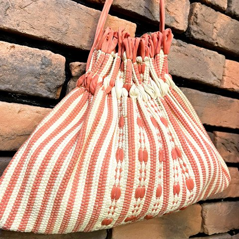 <img class='new_mark_img1' src='https://img.shop-pro.jp/img/new/icons13.gif' style='border:none;display:inline;margin:0px;padding:0px;width:auto;' />Pink Woven Drawstring Purse