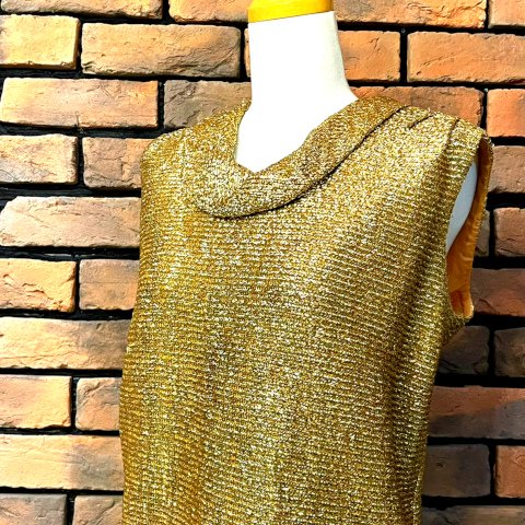 <img class='new_mark_img1' src='https://img.shop-pro.jp/img/new/icons13.gif' style='border:none;display:inline;margin:0px;padding:0px;width:auto;' />Gold Woven Lurex Top