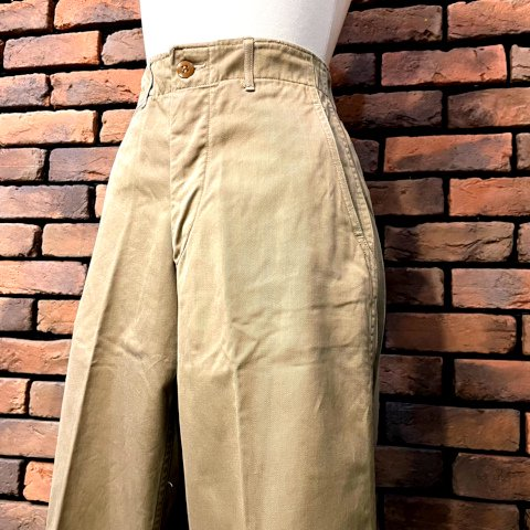<img class='new_mark_img1' src='https://img.shop-pro.jp/img/new/icons13.gif' style='border:none;display:inline;margin:0px;padding:0px;width:auto;' />40's Buttonfly Chino Trousers