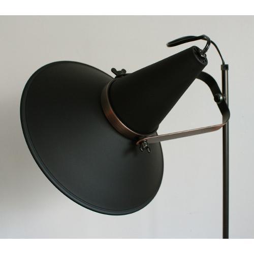 スタジオ D フロアランプ | ディクラッセ