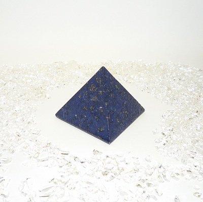 ラピスラズリ、ミステリアスなピラミッド型のパイライト多量入り、癒しの高品質深いブルー 一点物